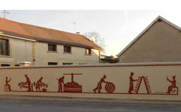 Décoration d'un mur avec une technique d'enduit bicolore mise au point par AG-Bat (Vaudemanges)
