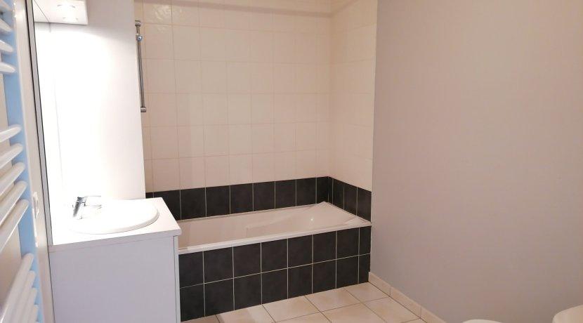 vente-dans-une-copropriete-de-2011-au-1er-etage-dune-residence-...-challans-C0340A-2193-1
