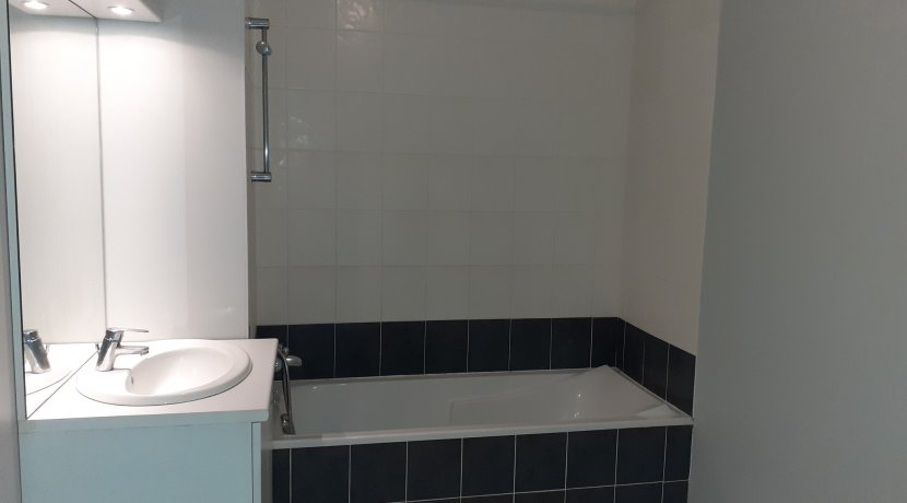 vente-dans-une-copropriete-de-2011-au-1er-etage-dune-residence-...-challans-C0340A-2193-6