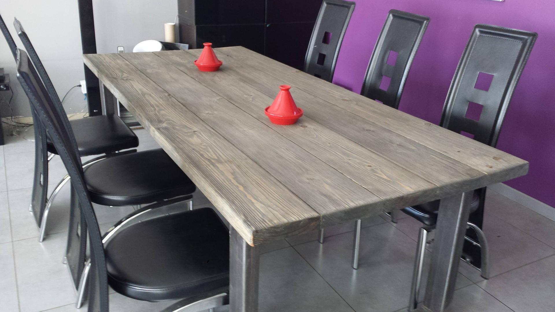 table salle a manger bois et fer