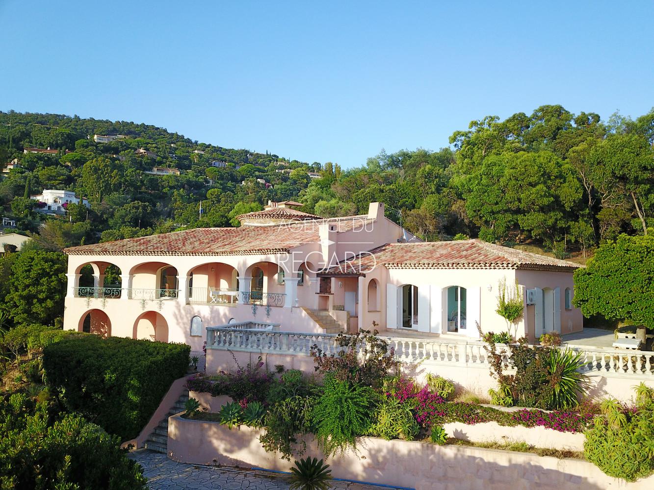 Rayol Canadel proche St Tropez maison avec vue mer et sur les les du Levant Port Cros et