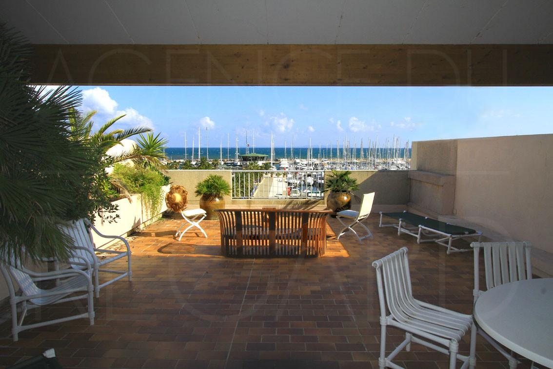 achat vendreappartement T3 port de Hyres vue sur mer terrasse