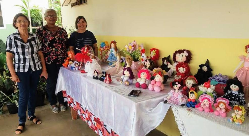 Governo leva curso de confecção de bonecas de pano para mulheres do Benfica