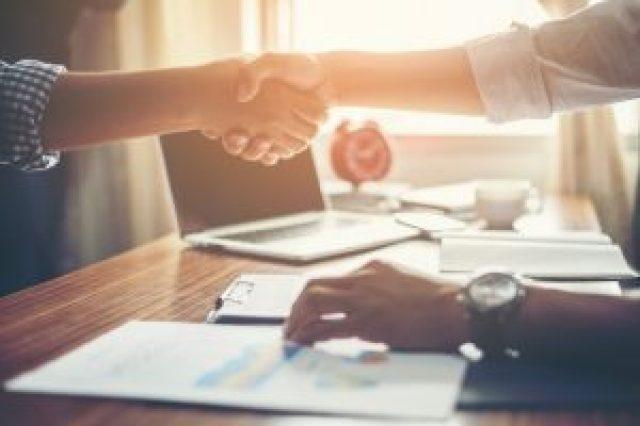 agências de conteudo - business people handshake greeting deal at work 1150 645 300x200 - Marketing digital