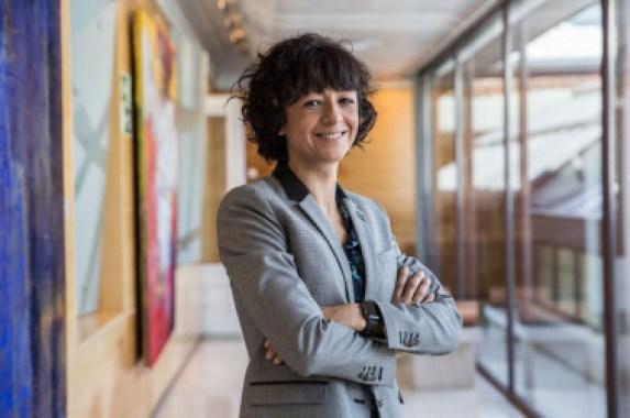 <p>Emmanuelle Charpentier, en la sede de la Fundación BBVA donde recibió en premio Fronteras del Conocimiento el pasado mes de junio. / Olmo Calvo/Sinc</p>