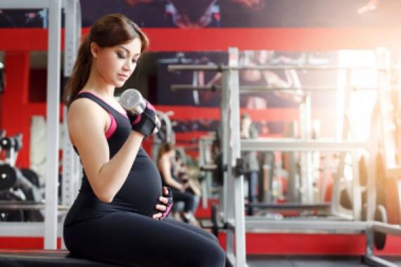 <p>Los expertos señalan que es importante la combinación de trabajo aeróbico y de fuerza en cada sesión de ejercicio físico. /Fotolia</p>