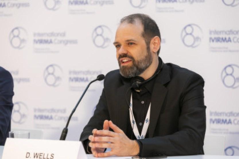 <p>Dagan Wells durante la rueda de prensa del congreso. / IVI</p>