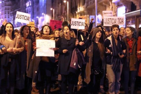 <p>Miles de personas se concentraron el viernes 17 de noviembre para protestar contra los