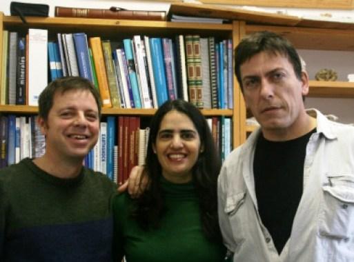 <p>Los investigadores de la Universidad de Barcelona Lluís Gibert, María Lería y Carles Ferràndez (de izquierda a derecha) / UB</p>