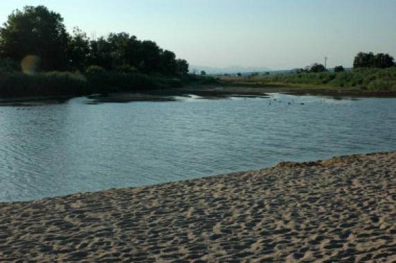 """<p>Desembocadura del río Tordera en Cataluña, uno de los ríos analizados en el estudio. / <a href=""""https://upload.wikimedia.org/wikipedia/commons/4/43/Desembocadura_Tordera.JPG"""" target=""""_blank"""">Wikipedia</a></p>"""