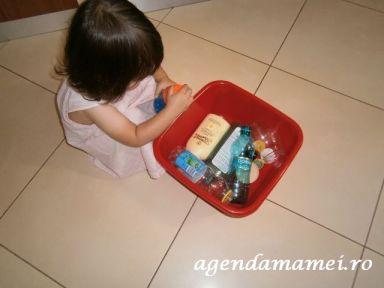 activitati copii. capace si sticlute
