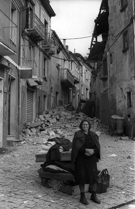 Foto Terremoto 23 novembre 1980 in Irpinia Lioni centro
