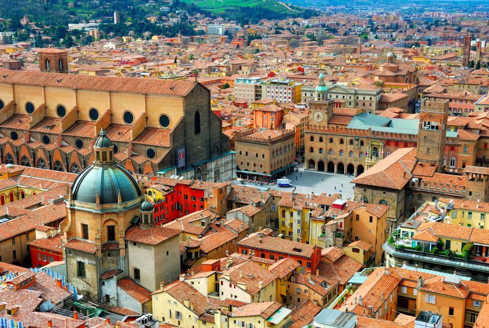 Un panorama di Bologna