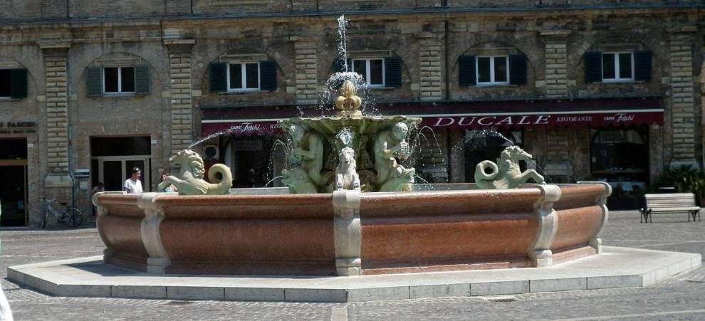 Pesaro La Fontana di Piazza del Popolo