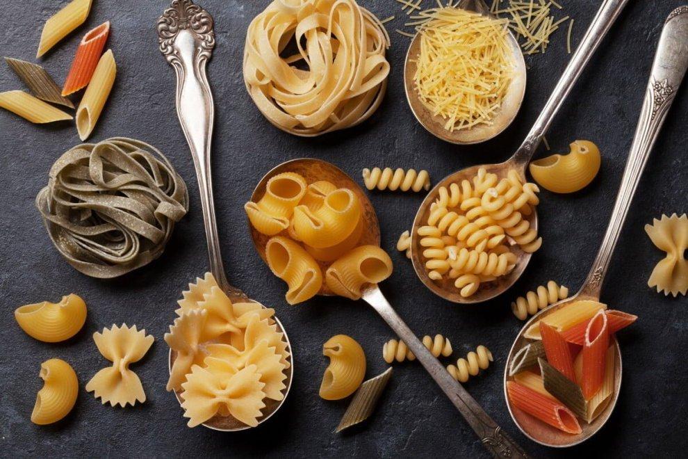 Idee originali per amanti della cucina, dolce o salato che sia? Ci sono gli strumenti legati alla cucina creativa: dal coppapasta per un impiattamento perfetto ai set per il cake design.