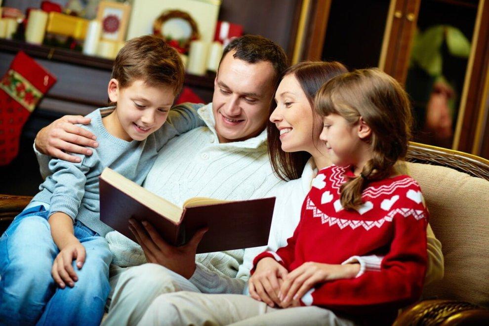 A Natale regala un libro a chi ami .