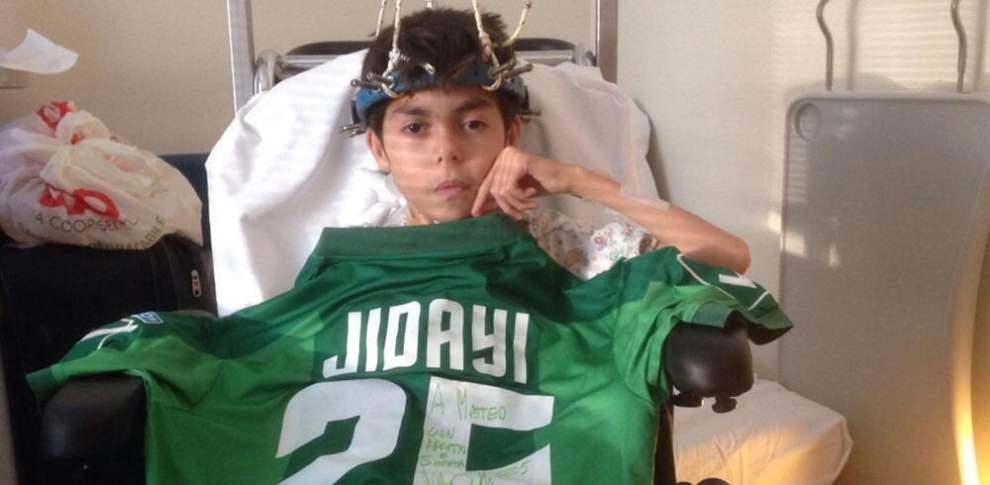 Matteoè un piccolo lupacchiotto di 11 anni, affetto da una patologia rara. Matteo ha l'Avellino calcio nel cuore ed ora combatte in un letto di ospedale.