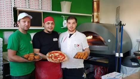 Lo Staff della Pizzeria Kalò in via Colombo ad Avellino