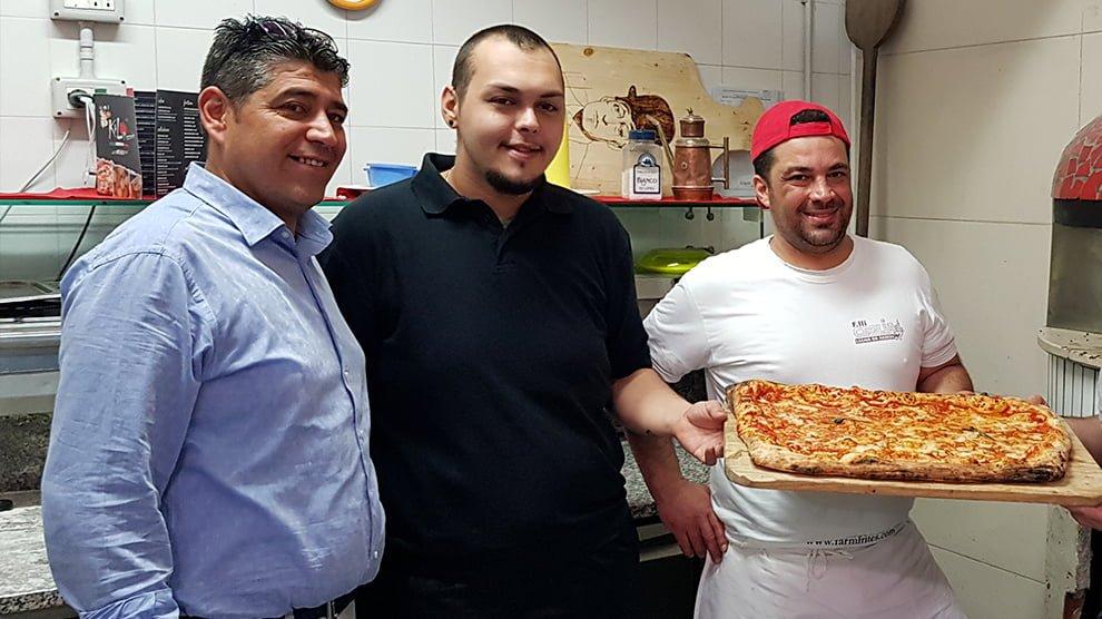 Lo staff della pizzeria Kalò di Valle ad Avellino