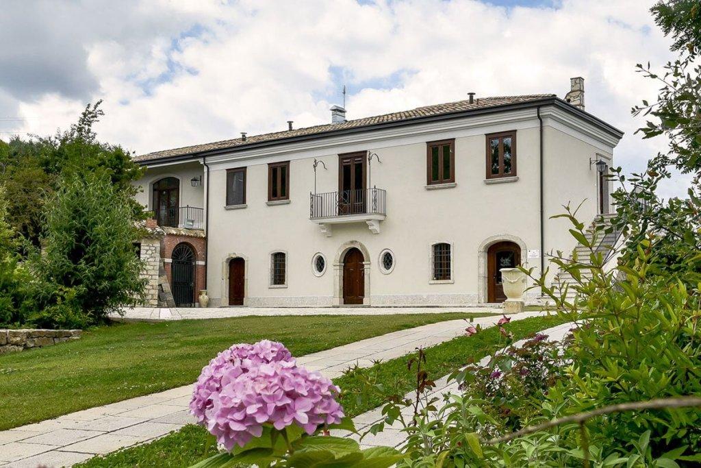 Cerchi un ristorante o un agriturismo dove mangiare bene in Irpinia, ecco una guida su dove prenotare il pranzo della domenica in provincia di Avellino.
