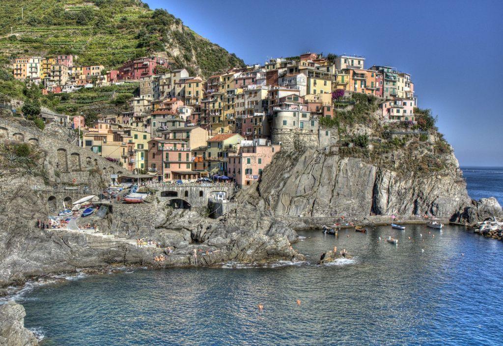 Paesaggi incontaminati, scorci incantevoli, grotte magiche e riserve, la Liguria vanta aree protette in cui la natura è protagonista indiscussa per una vacanza.