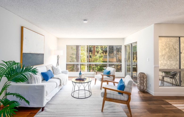 Inviting Corner End Unit with Wonderful Courtyard Views