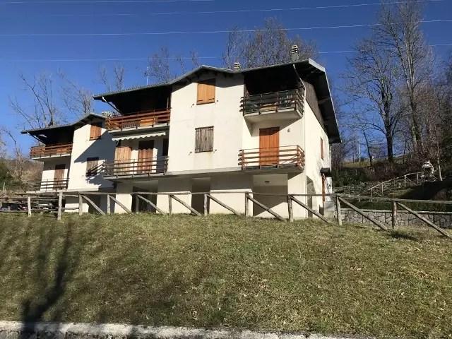 Appartamento Fiumalbo Via Lago Mansarda Tre vani Mq 40 (57)
