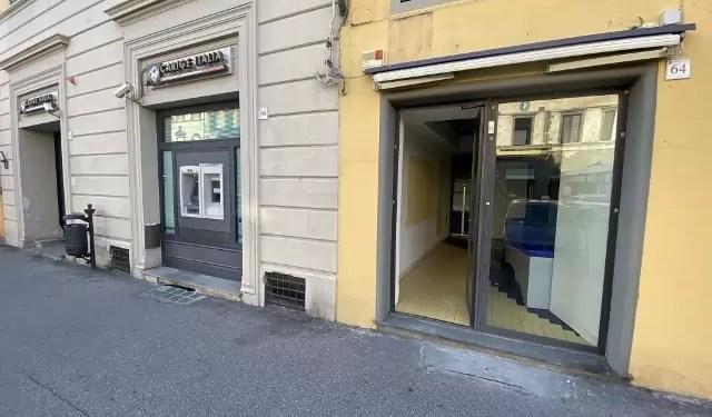 Fondo Commerciale Mq 70 Pescia Piazza Mazzini Magazzino Mq 30 Bagno