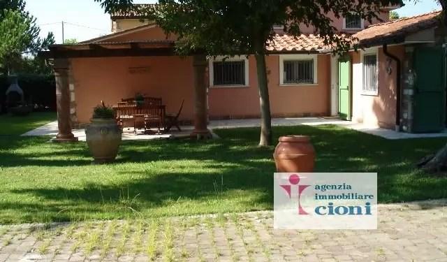 Villa Fiumetto Marina Pietrasanta Mq 180