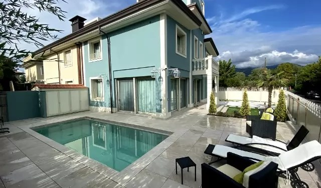 Villa Tonfano Marina Pietrasanta Mq 200 Piscina Giardino Mq 250