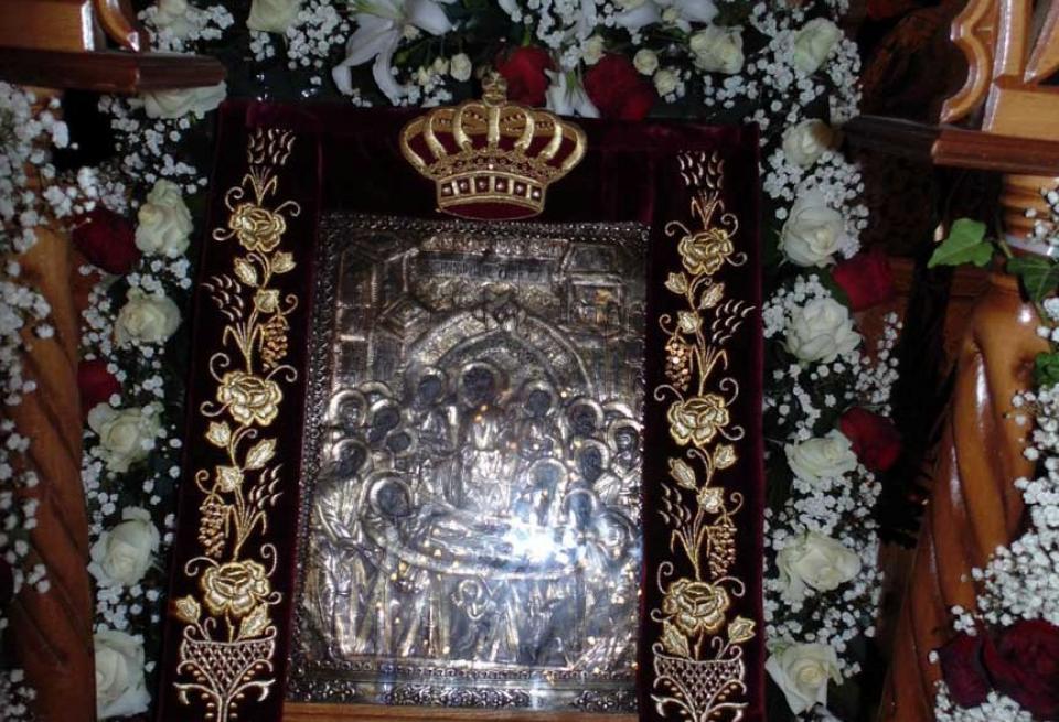 Κύριε Παναγόπουλε, αυτό είναι το βαμβάκι που φέρει επάνω Άγιο Μύρο από την Εικόνα της Παναγίας της Μονής Μαλεβής!