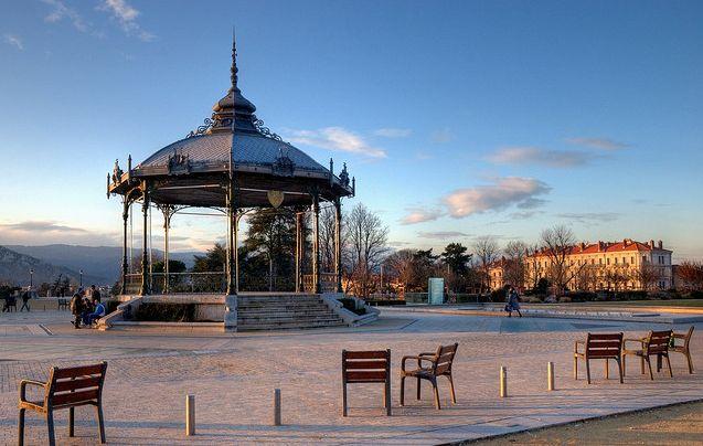 Valence : L'équipe du centre pour l'égalité à la Journée de l'interculturalité