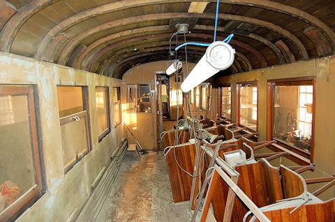 Här syns takarbeten på vagn 24 i verkstaden. Foto: Patrik Engberg