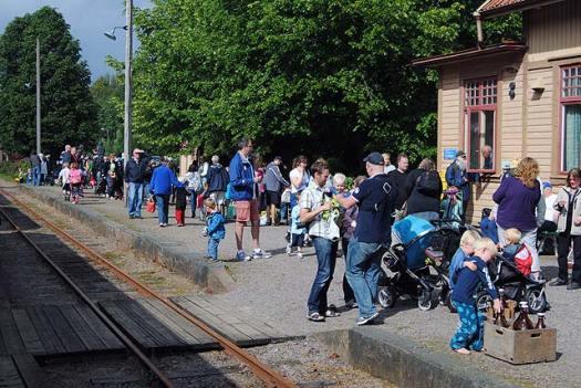 Passagerare på plattformen i Anten. Foto: Patrik Engberg