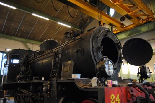 Pannan på plats på VGJ 24 i verkstaden. Dragning av nya elkablar pågår och överhettarelementen skall in i pannan. Foto: Patrik Engberg