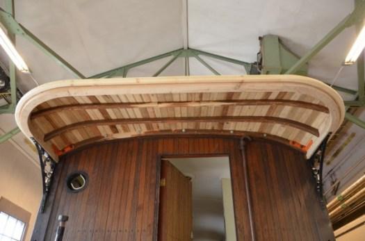 Taket på vagn 2 klart. Foto: Yngve CG