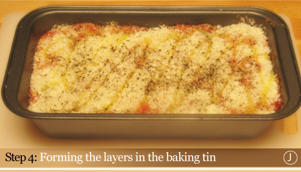 Parmigiana di Melanzane - Aubergine Parmigiana Pie - How to - step 4J - Forming the layers in the baking tin
