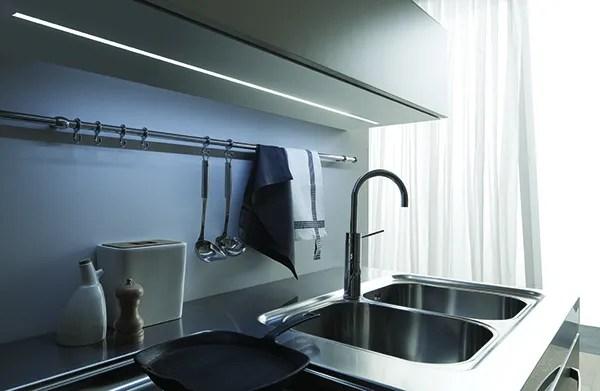 Iluminación LED para cocina y muebles. LUCE LED encastrado recto
