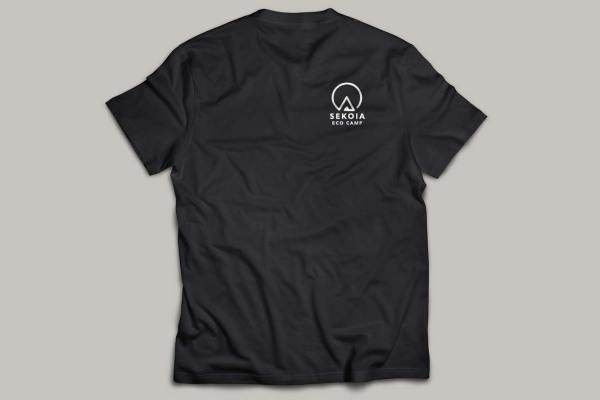 Reproduction de l'identité visuelle de SEKOIA Eco camp sur un tee-shirt