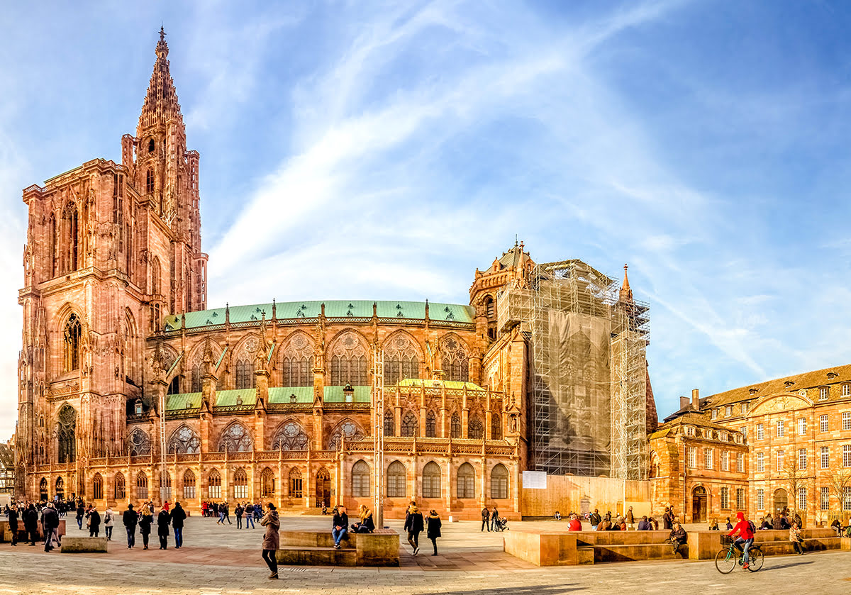 Bicycle tours in Europe-bike-friendly-cities-Strasbourg-Cathedrale Notre Dame de Strasbourg