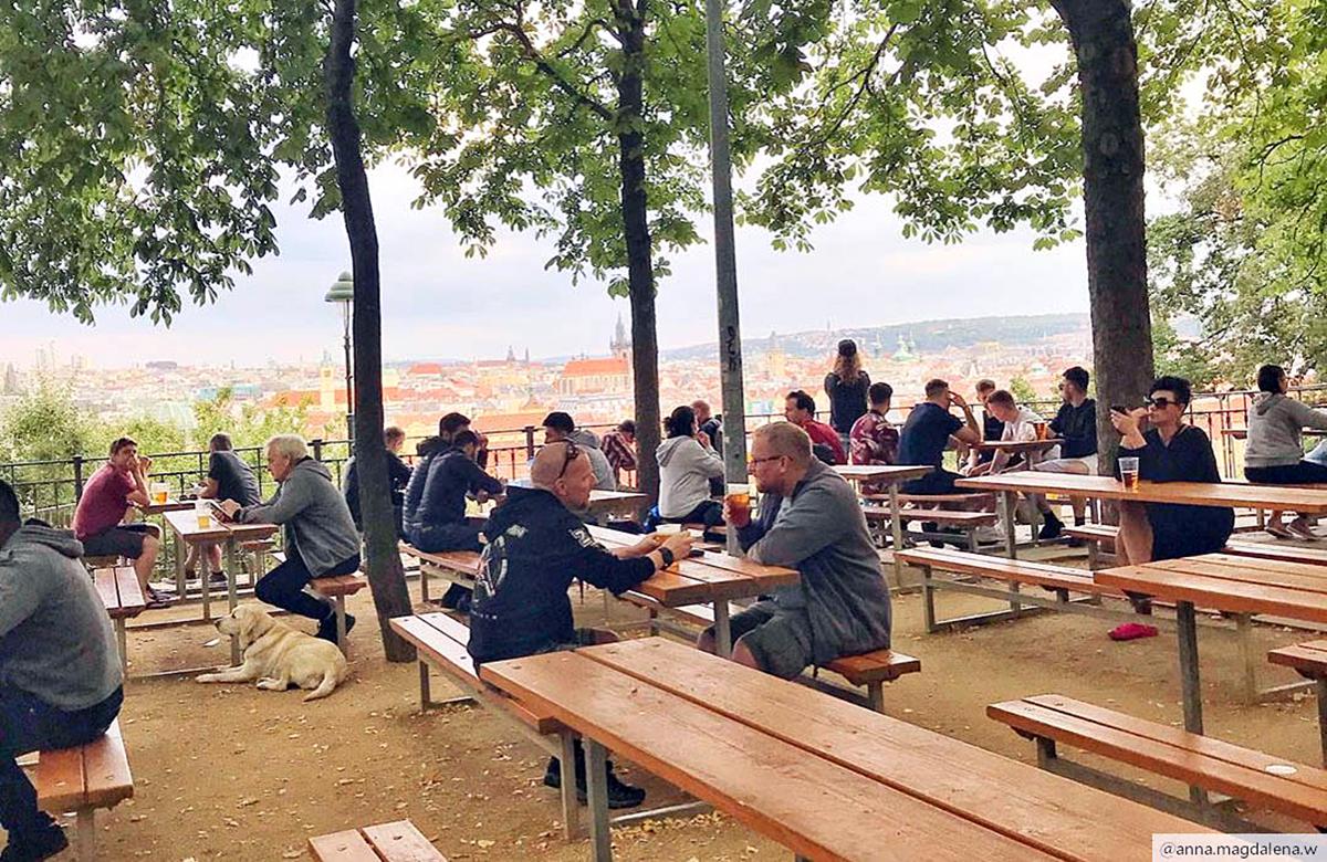 เมืองจิบเบียร์ยอดฮิต-ปราก-สาธารณรัฐเช็ก-Letna Beer Gardens-U Fleků