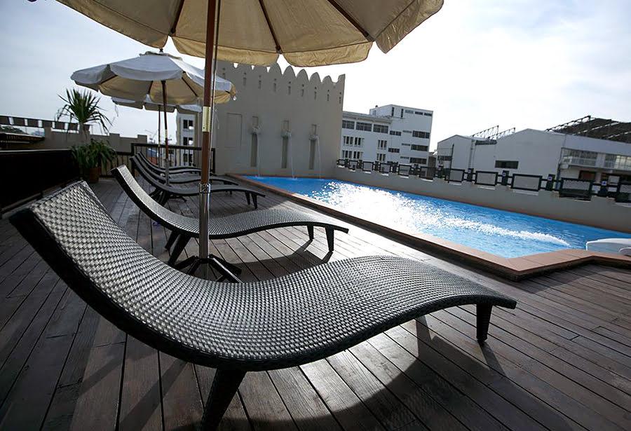 Hotels in Bangkok-Thailand-massage-Dewan Bangkok Hotel