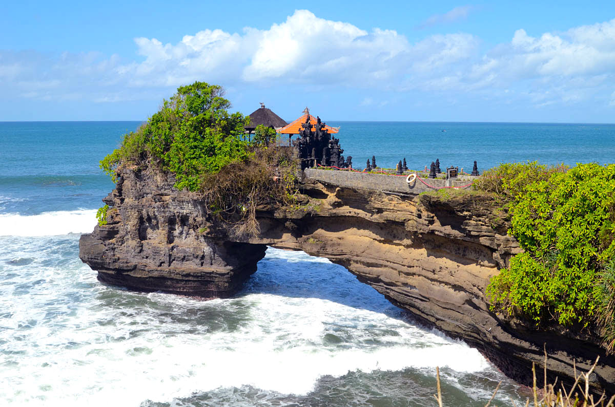 Tour Tanah Lot | Hours & Best Time to Photograph Bali's Scenic Temple