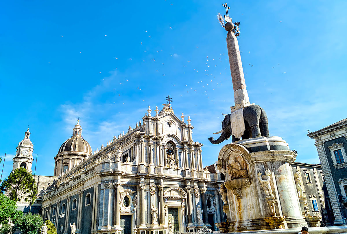 Things to do in Sicily-Italy-Piazza del Duomo-Elephant Fountain