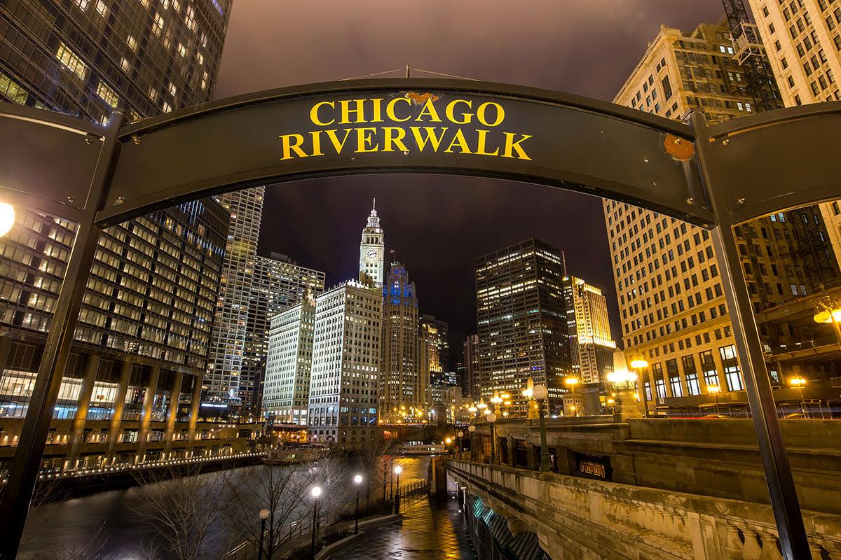 Best graduation trips-cheap summer vacations-Chicago Riverwalk-Illinois