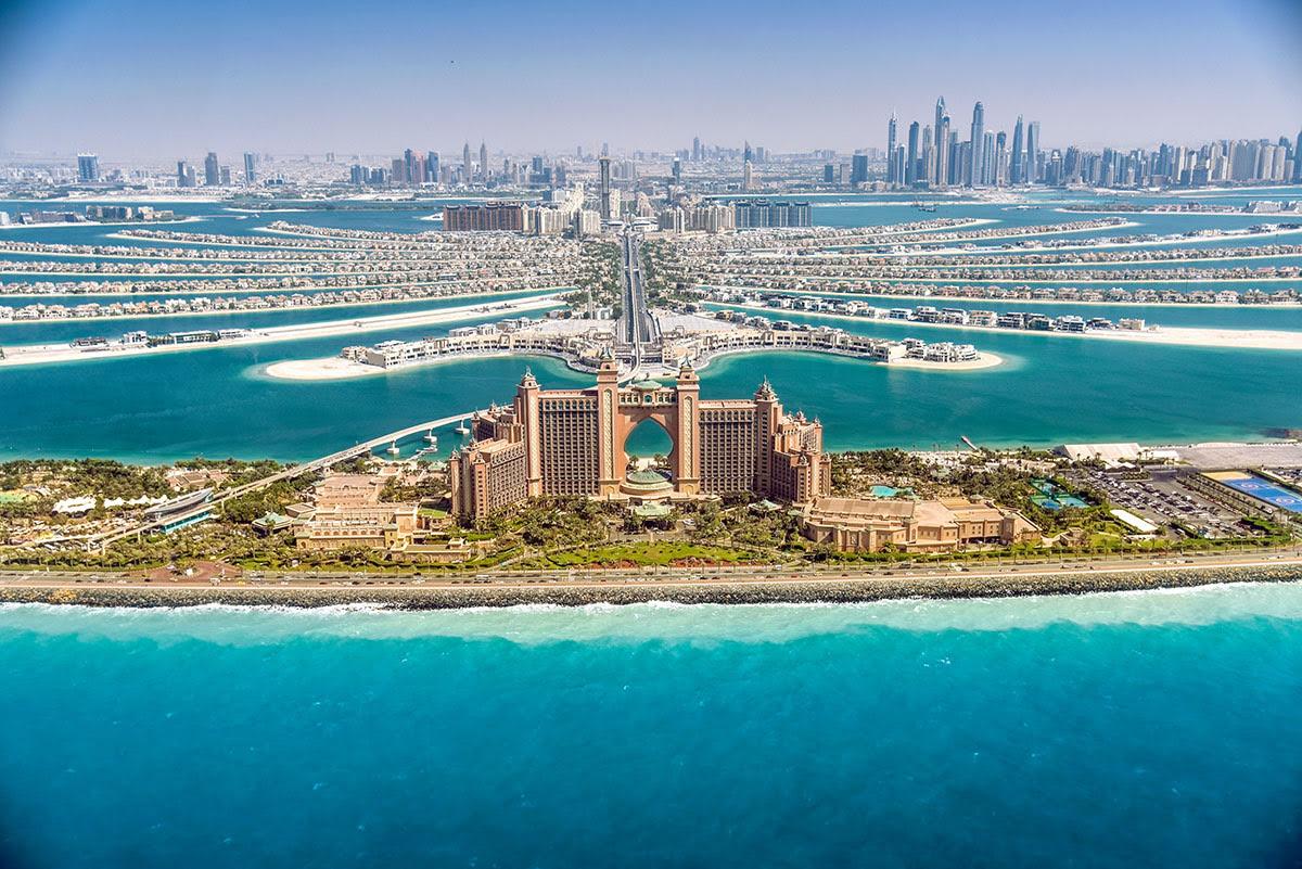Shopping in Dubai-UAE-The Pointe-Palm Jumeirah