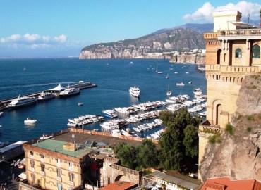 """Sorrento. A Marina Piccola, Daspo urbano per gli """"acchiappaturisti"""""""
