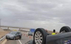 فيديو: مصرع 6 أشخاص وإصابة 13 في اصطدام شاحنة بسيارة…
