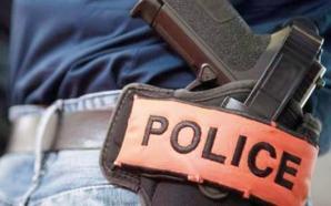 شرطي يستخدام سلاحه الوظيفي خلال عملية توقيف شخص من ذوي…