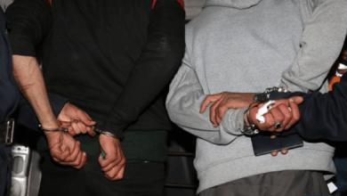Photo of اعتقال شخصين لتورطهما في حيازة وترويج سلع مهربة ومعدات قد تمس بأمن وسلامة المواطنين